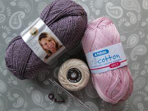 materials for crocheting brooch