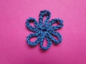 dark blue loopy loop flower