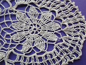 Vintage flower mat with nine petal flower