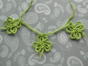 A little garland with three shamrocks