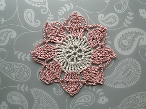 White and pink flower crocheted in thread