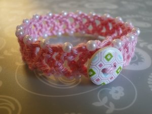 Chainlace Bracelet with button and beads