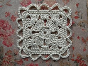 Flower square with a loopy edging