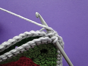 Hook working along the edges