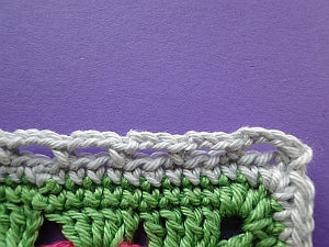 Chain loops along the edge