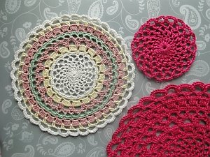 Thread weight placemat in different colors